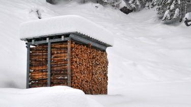 Hausdekorationen und modernen m beln ehrf rchtiges holz lagern die besten 25 brennholz - Brennholz lagern ideen wohnzimmer garten ...