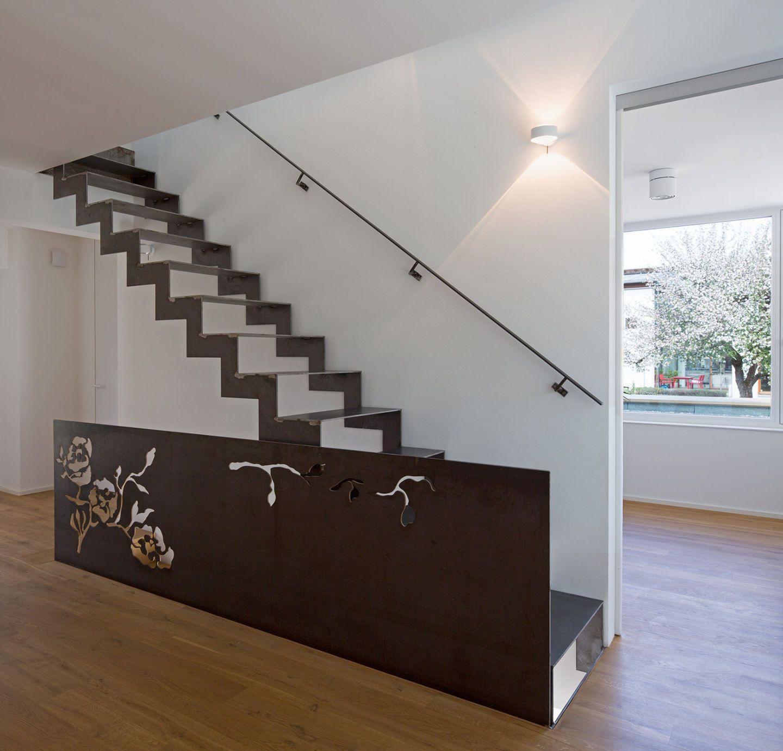 wohnzimmer mit faltwerktreppe aus stahl. Black Bedroom Furniture Sets. Home Design Ideas