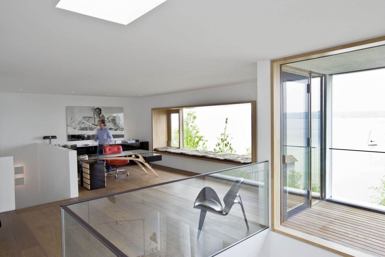 arbeitszimmer mit seeblick. Black Bedroom Furniture Sets. Home Design Ideas