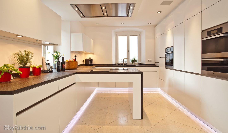 Küche mit erweiterter Arbeitsplatte bauemotion