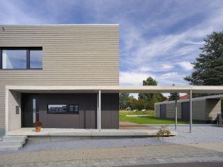 Hauseingang Mit Moderner Veranda