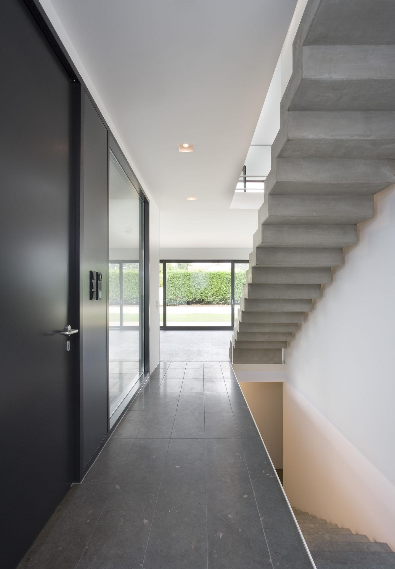 flur mit offener betontreppe. Black Bedroom Furniture Sets. Home Design Ideas