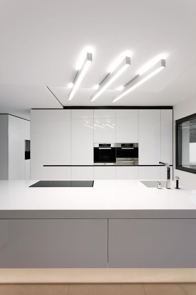 k che mit moderner beleuchtung. Black Bedroom Furniture Sets. Home Design Ideas
