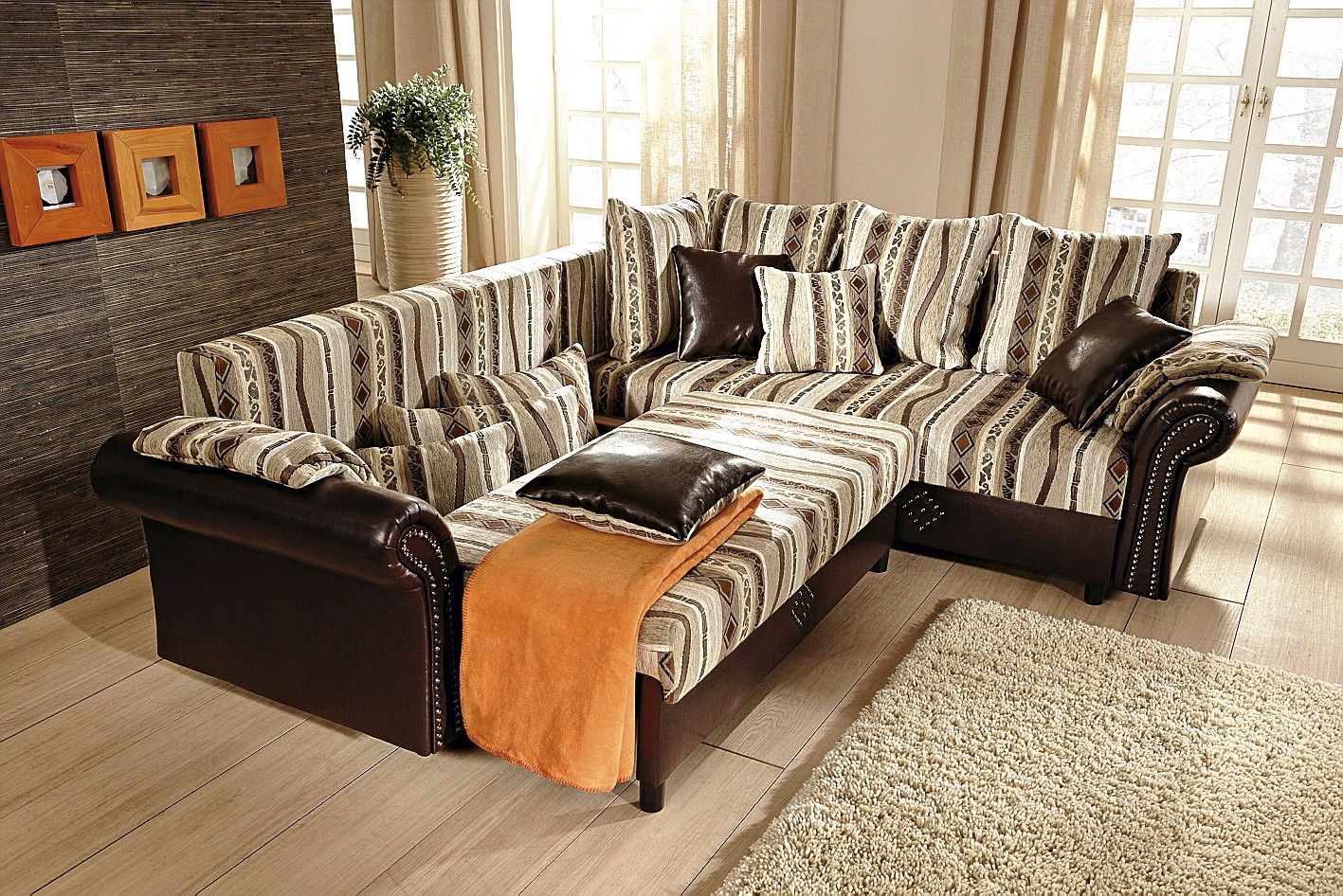 wohnzimmer mit ausziehbarem liege sofa. Black Bedroom Furniture Sets. Home Design Ideas