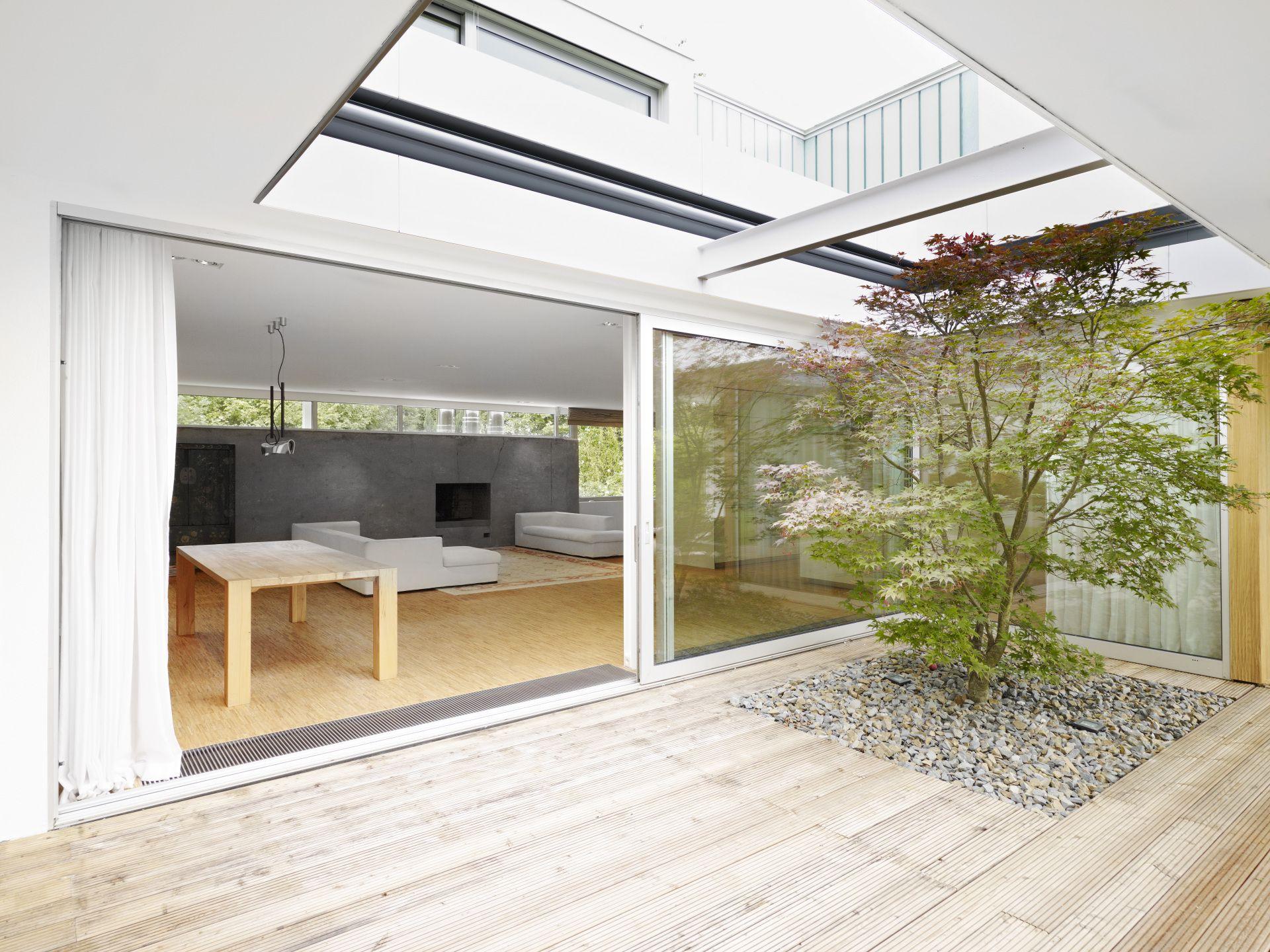 atrium terrasse mit offenem dach. Black Bedroom Furniture Sets. Home Design Ideas