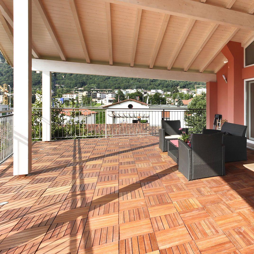 Holzfliesen auf dem Balkon Der richtige Bodenbelag für draußen ...