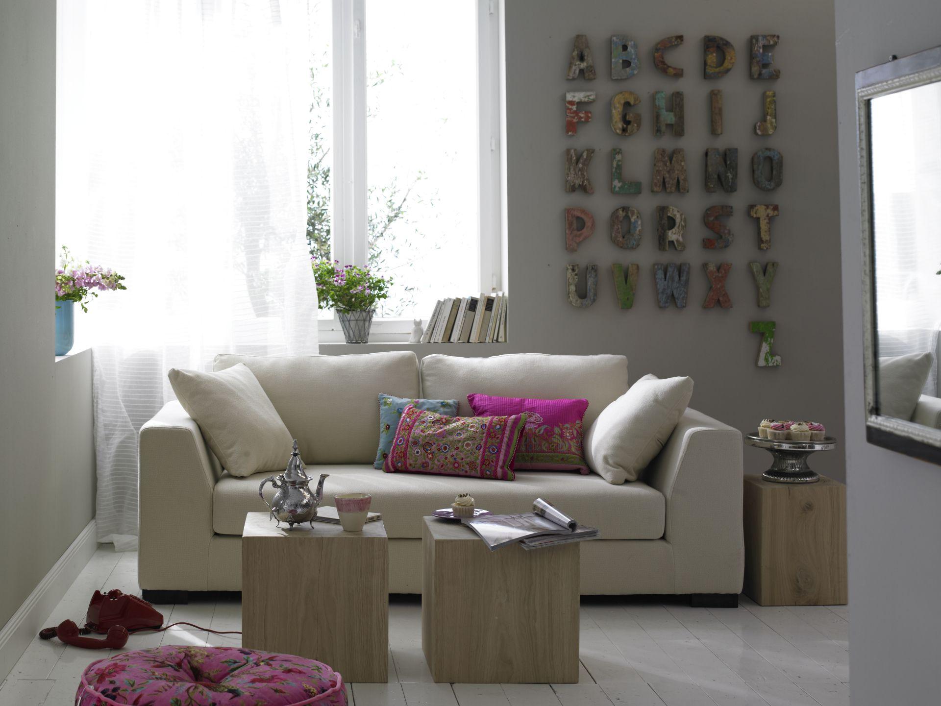kleines wohnzimmer mit eckfenster. Black Bedroom Furniture Sets. Home Design Ideas