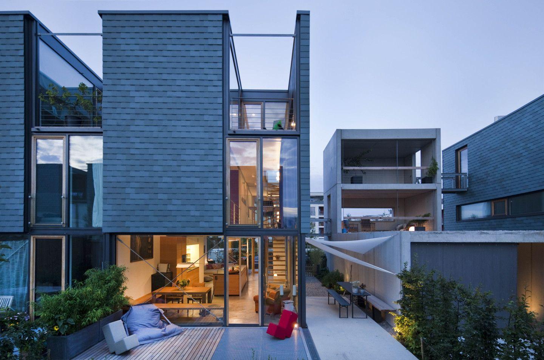 moderne terrasse aus holz und stein. Black Bedroom Furniture Sets. Home Design Ideas
