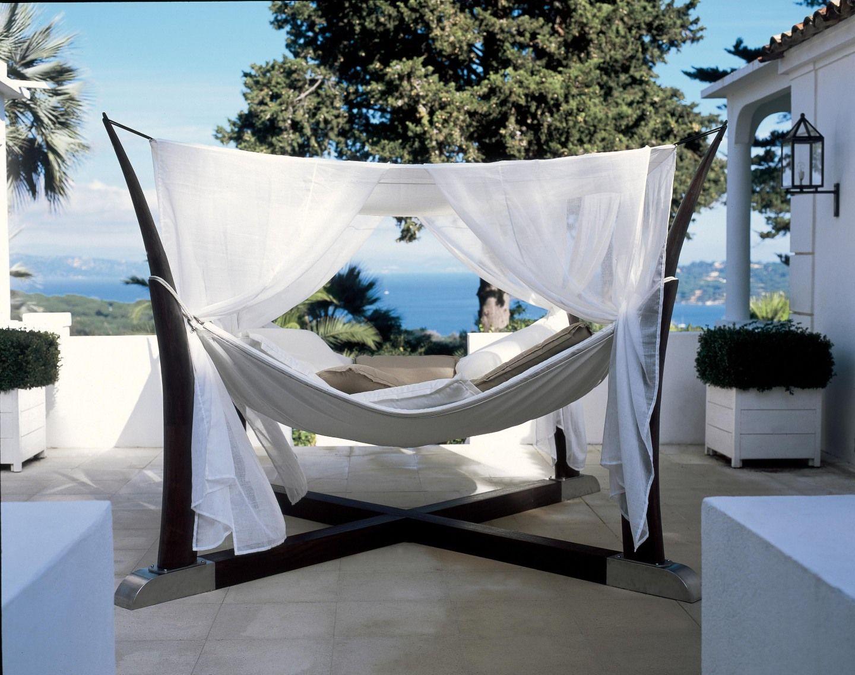 liegefl che auf vier pfosten african daybed. Black Bedroom Furniture Sets. Home Design Ideas