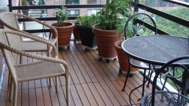 Holzfliesen Balkon holzfliesen auf dem balkon der richtige bodenbelag für draußen