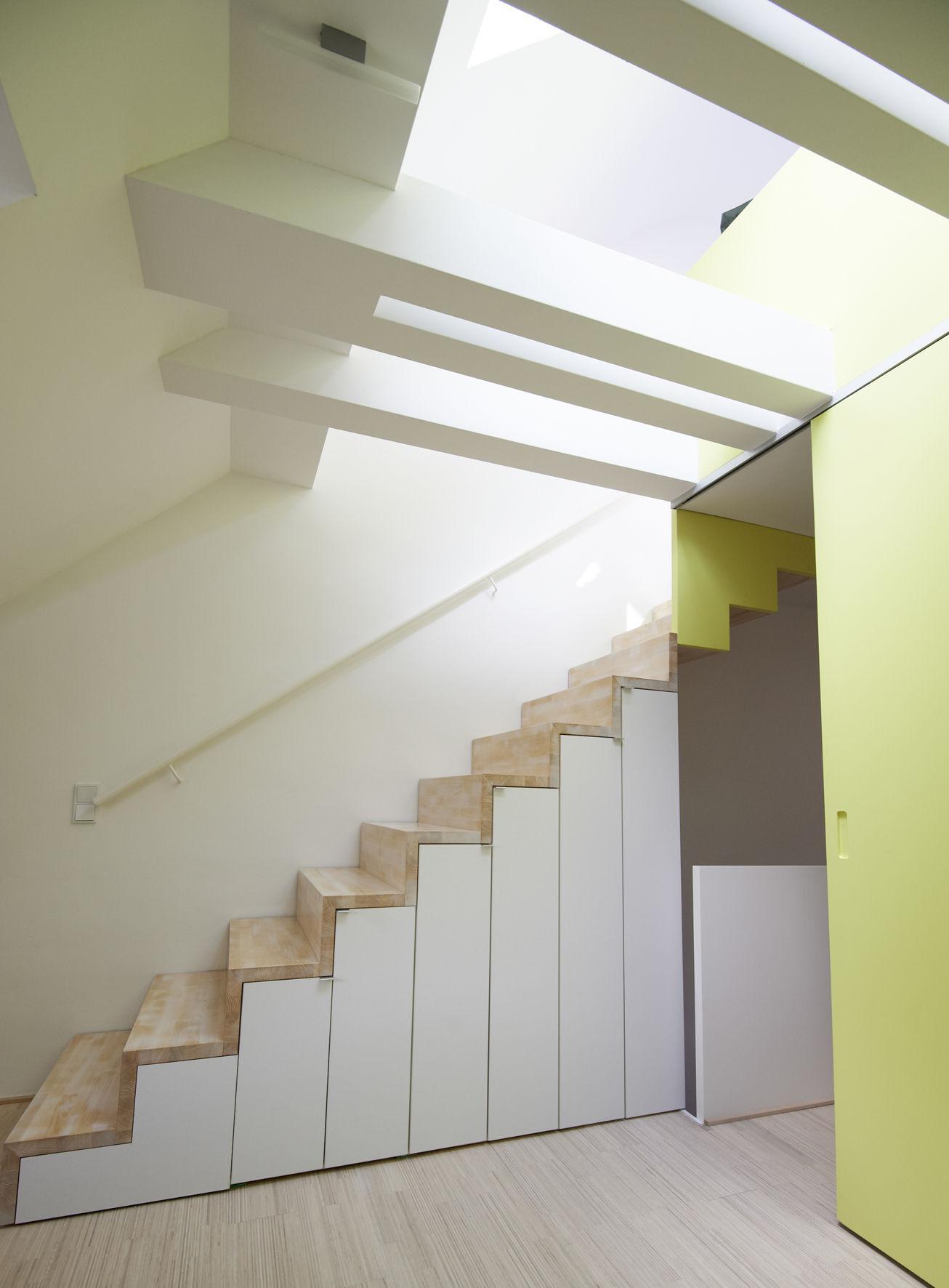 offene treppe im dachgeschoss. Black Bedroom Furniture Sets. Home Design Ideas