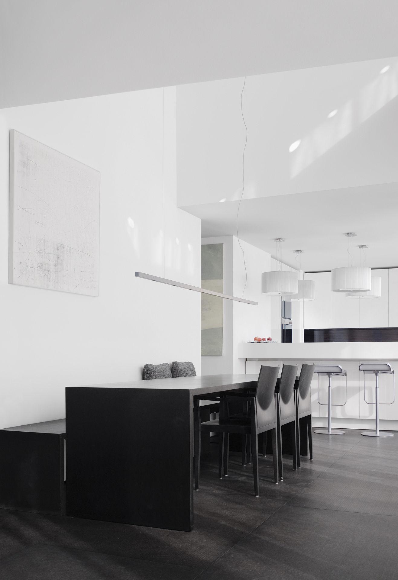 akzente setzen mit dunklen esszimmer m beln. Black Bedroom Furniture Sets. Home Design Ideas