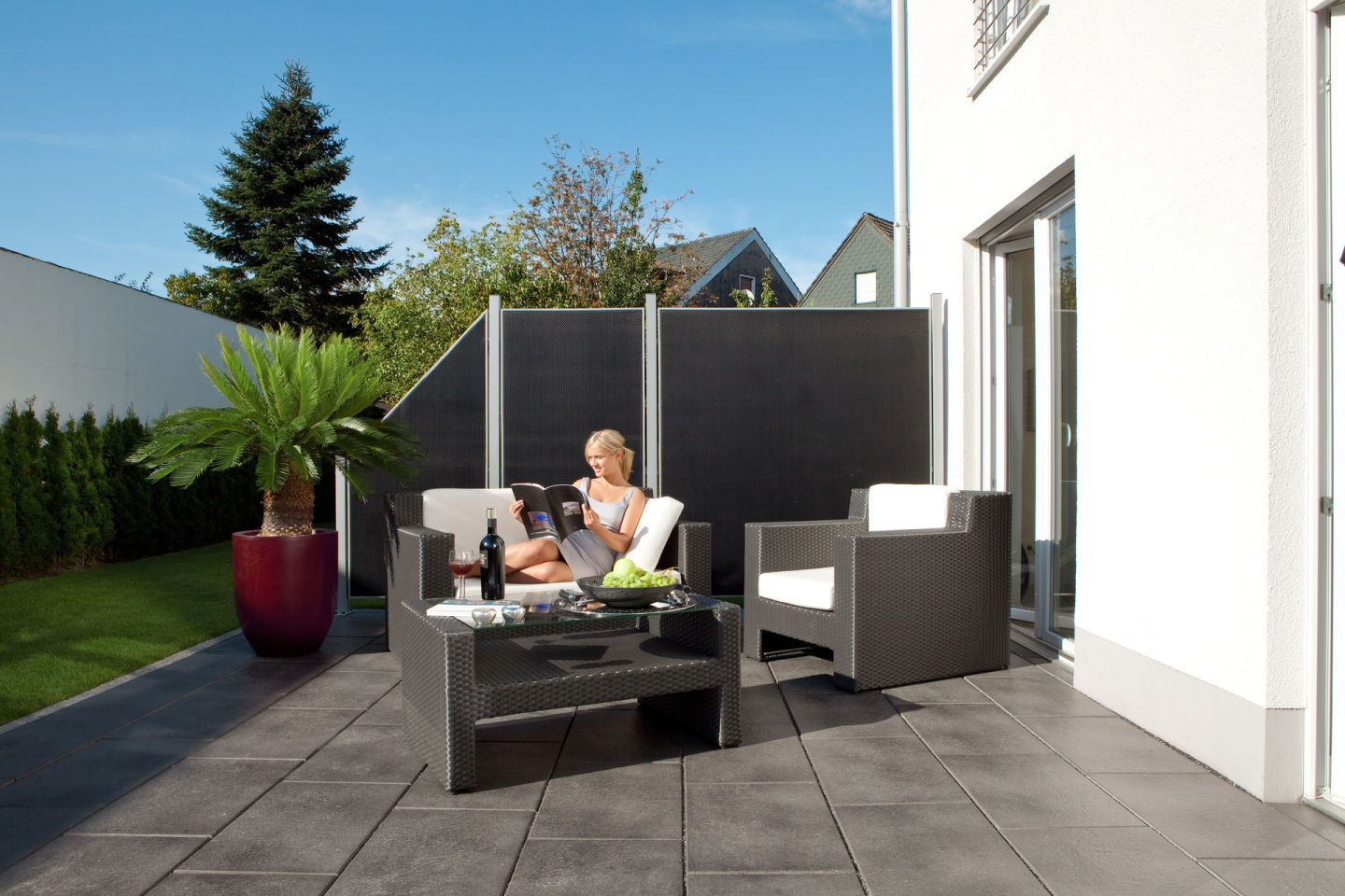 gartengestaltung sichtschutz f r die terrasse. Black Bedroom Furniture Sets. Home Design Ideas