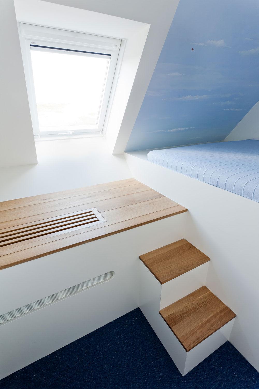 kinderzimmer mit bett in der nische. Black Bedroom Furniture Sets. Home Design Ideas