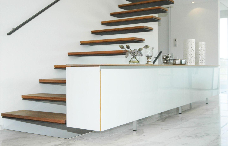kragarmtreppe mit holzstufen. Black Bedroom Furniture Sets. Home Design Ideas