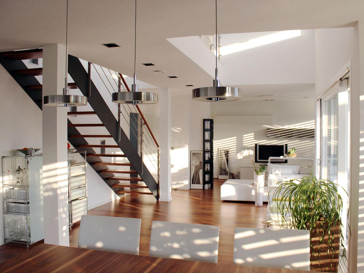 wohnraum mit filigraner zweiholmtreppe. Black Bedroom Furniture Sets. Home Design Ideas