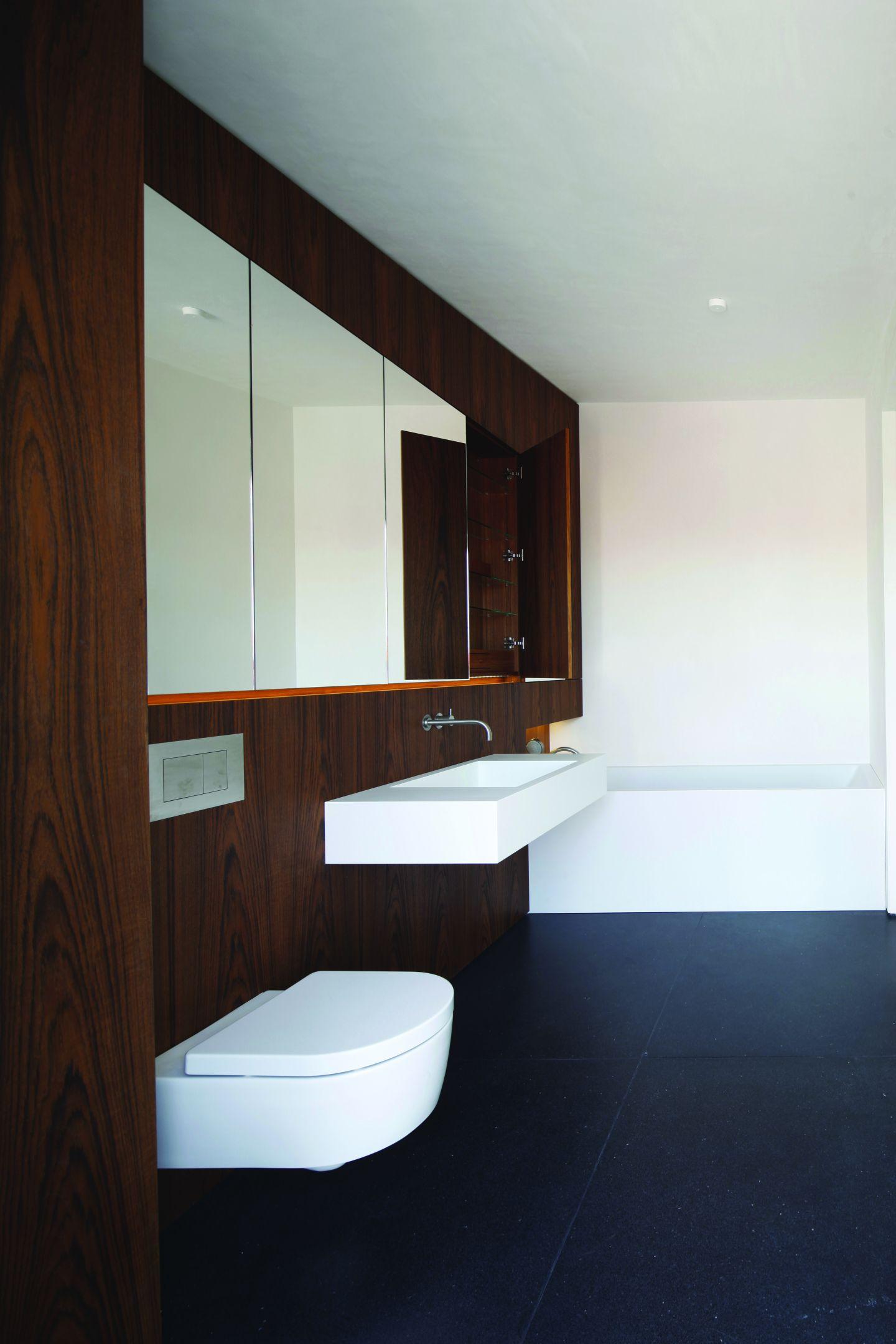 holz statt fliesen. Black Bedroom Furniture Sets. Home Design Ideas