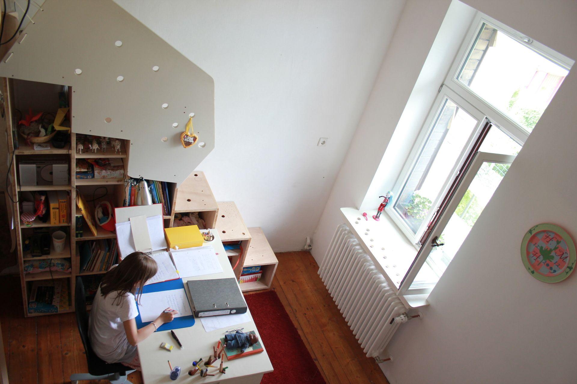 stauraum im kinderzimmer clever genutzt. Black Bedroom Furniture Sets. Home Design Ideas