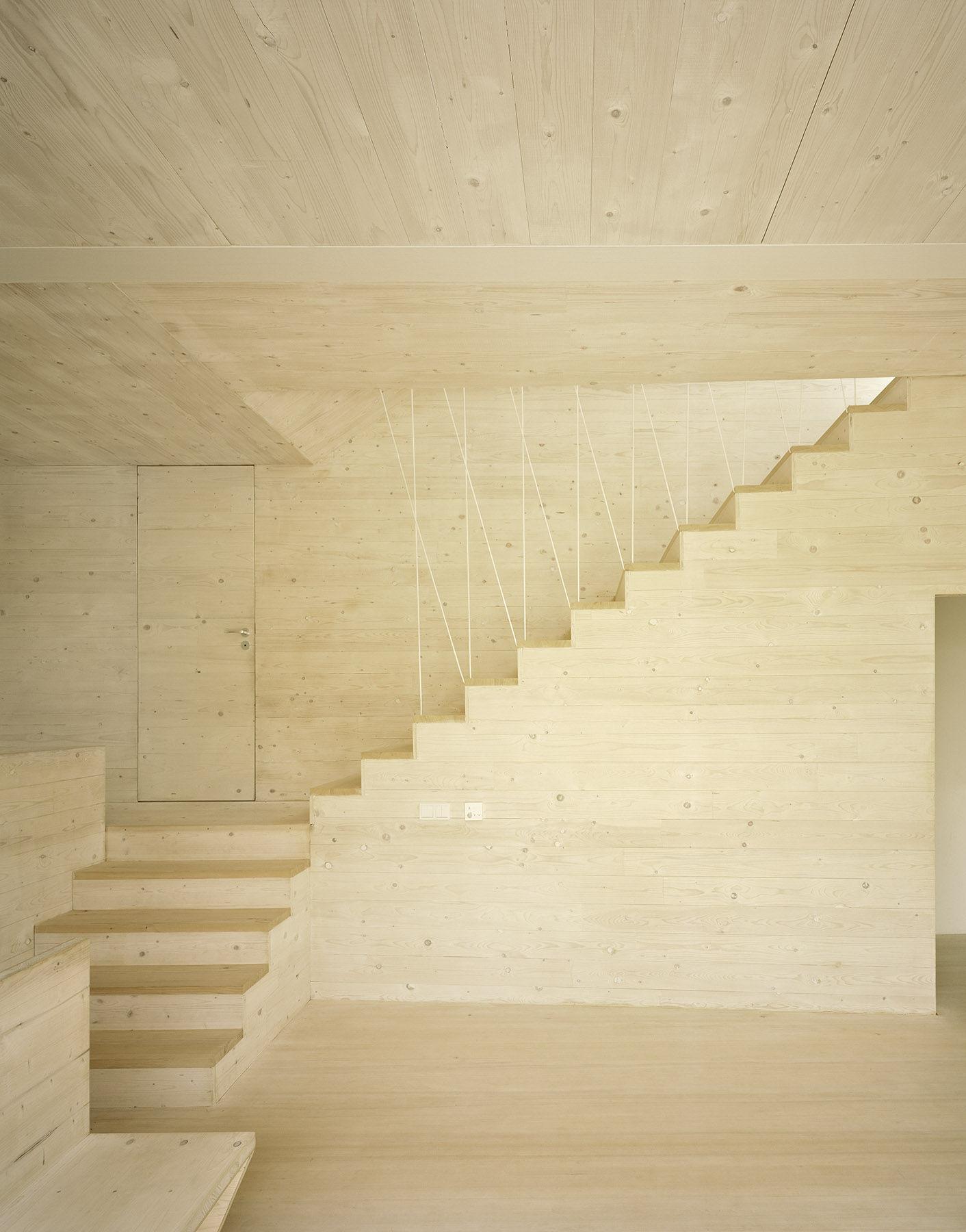 Stabile holztreppe als bestandteil der raumgestaltung for Raumgestaltung mit holz