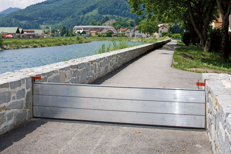mobiler hochwasserschutz aus aluminium f r von hochwasser bedrohte fl chen. Black Bedroom Furniture Sets. Home Design Ideas